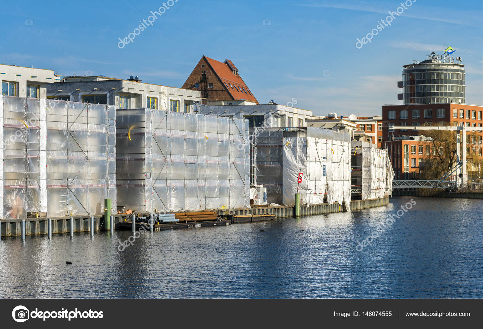 Soggiorno al porto Tegeler a nord di Berlino — Foto Stock © chrissi ...