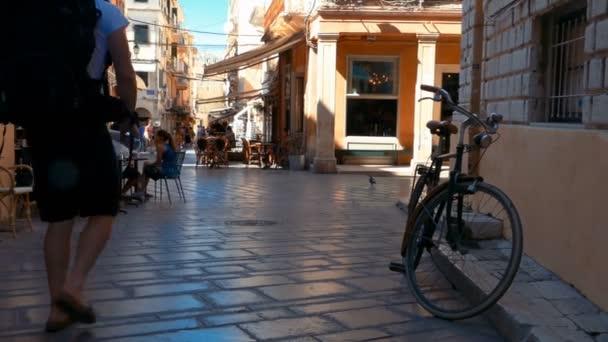Cofru schmale Straße mit Cafe