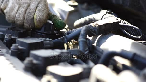 Autó-karbantartás - változó olaj, öntsük új kenőanyag