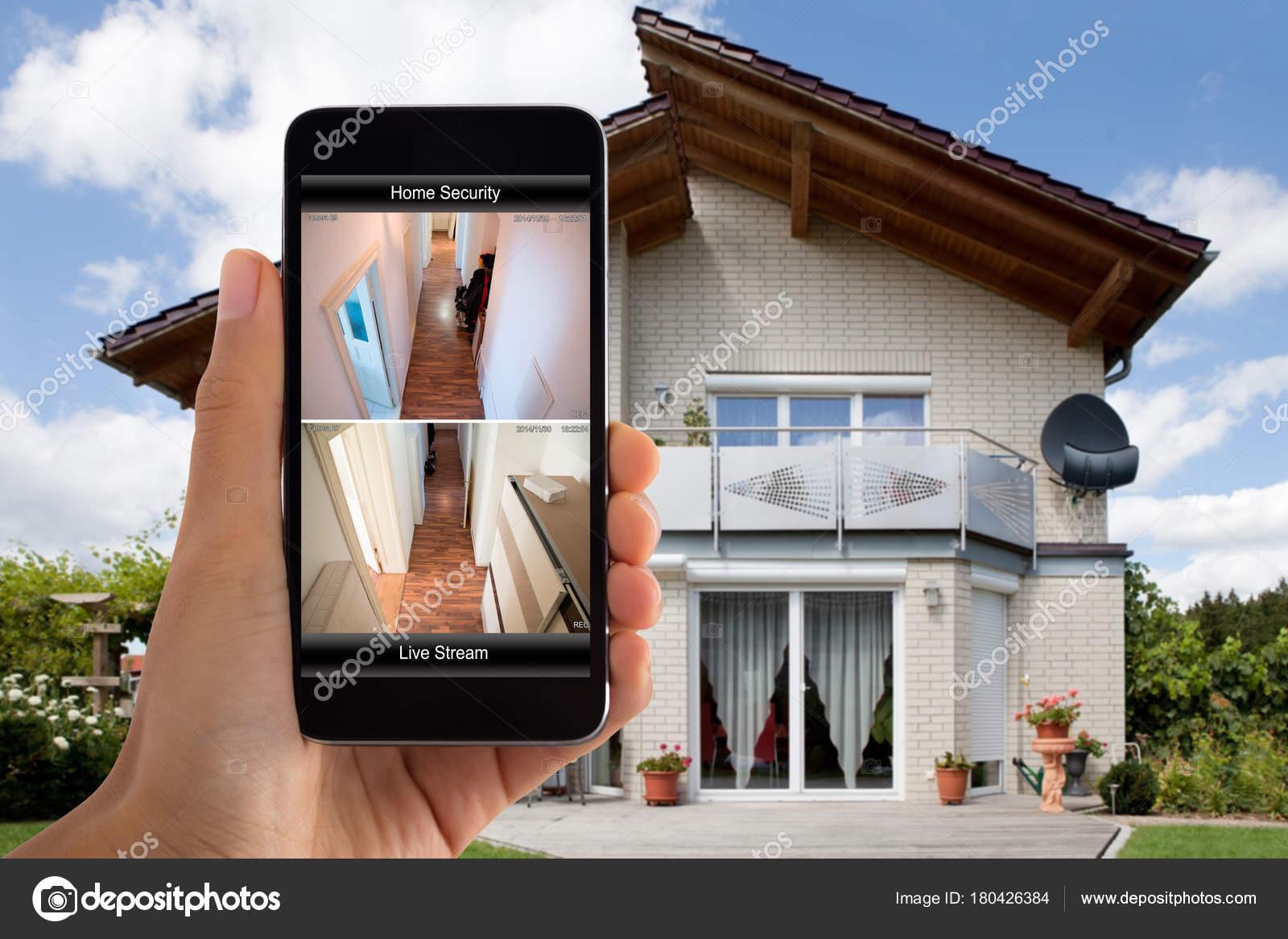 3dfc8e1fcc Primer Plano Mano Persona Usando Sistema Seguridad Para Hogar Teléfono —  Fotos de Stock