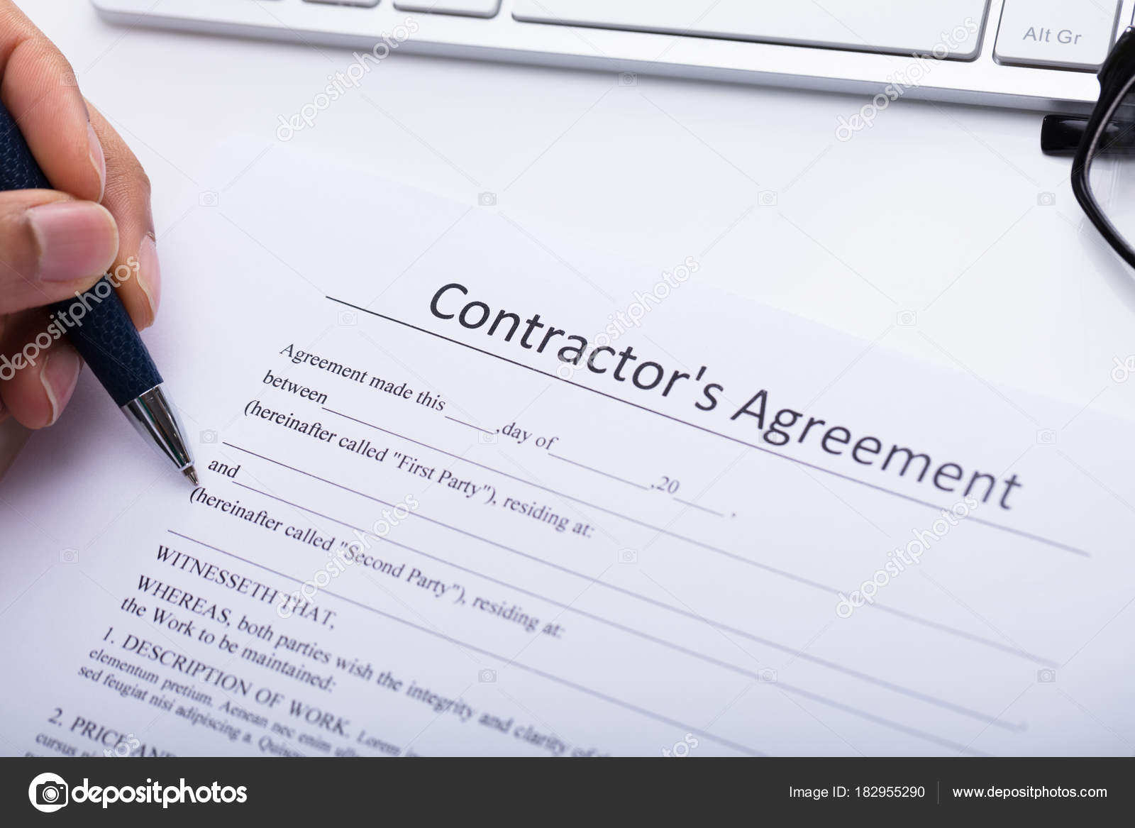 Nahaufnahme Eines Kaufmanns Hand Des Auftragnehmers Vereinbarung