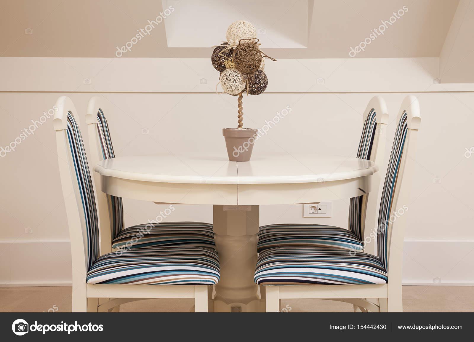 Verziert Set Stühle und Tisch — Stockfoto © krsmanovic #154442430
