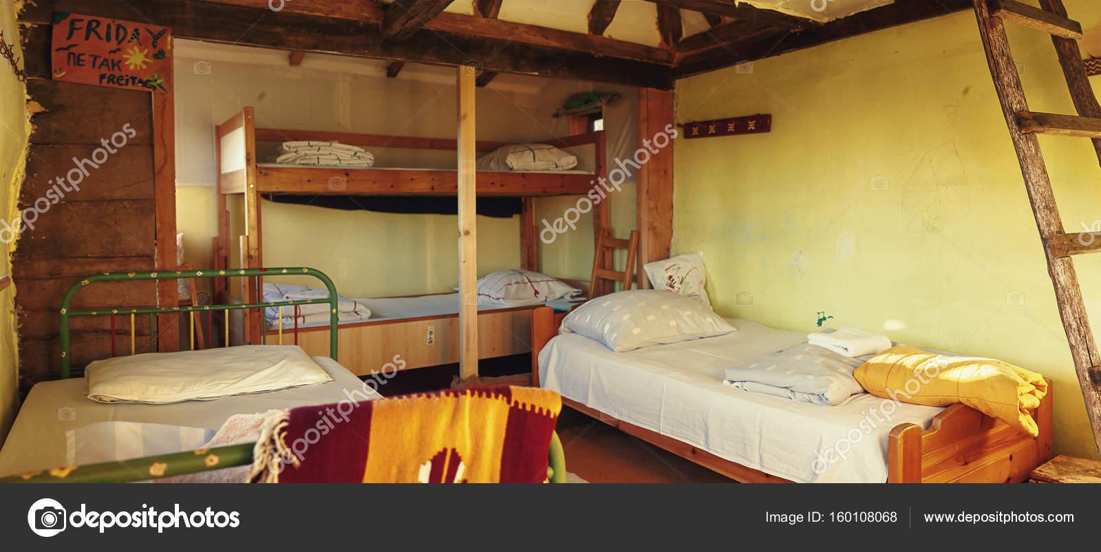 Interieur van houten huis u stockfoto krsmanovic