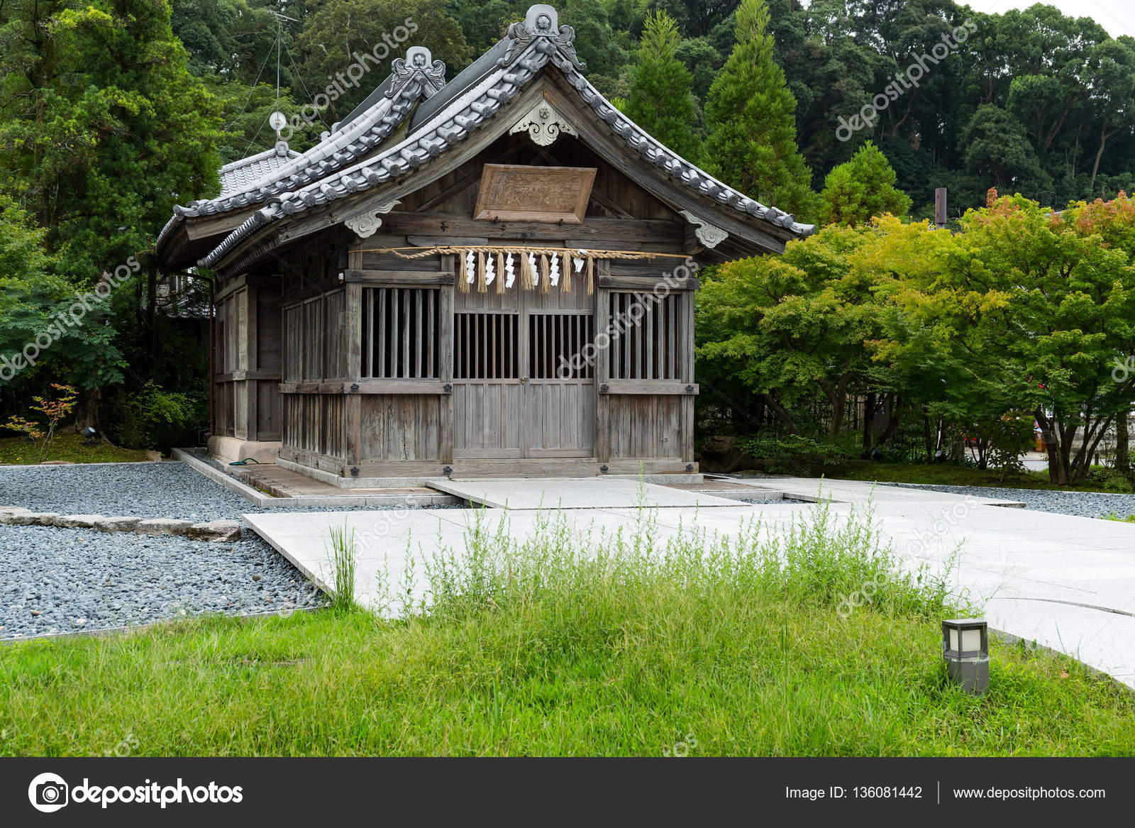 Casa japonesa no jardim stock photo leungchopan 136081442 for Giapponese a casa