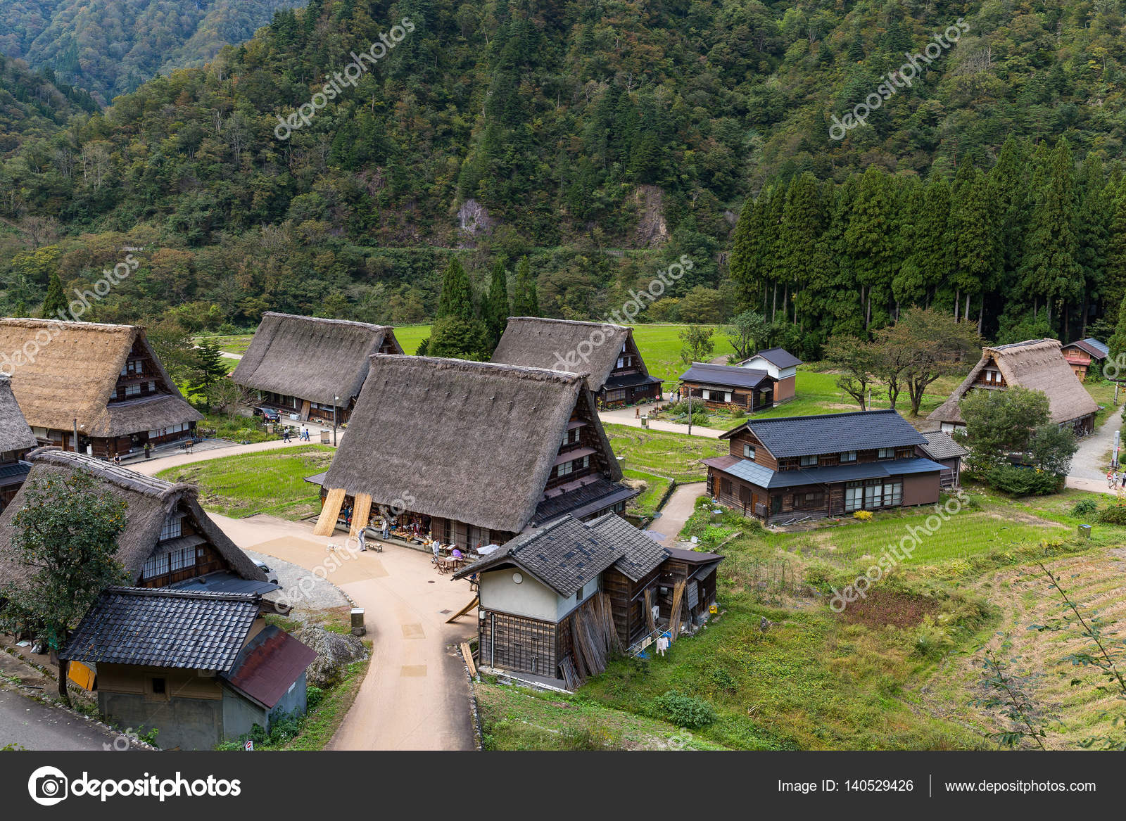 Traditionelles dorf shirakawago in japan stockfoto for Traditionelles japan
