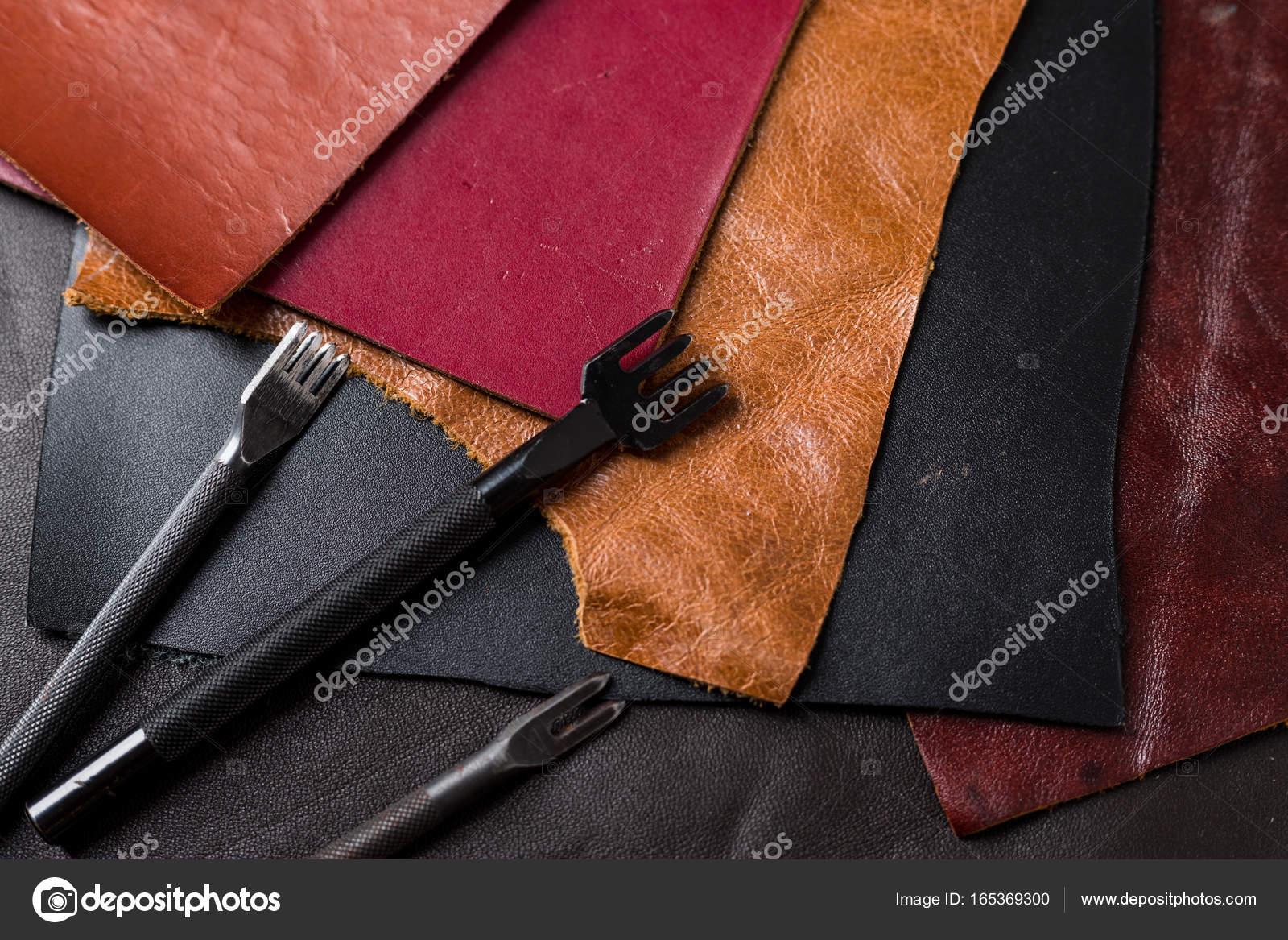 Cuero, elaboración de herramientas de bricolaje — Foto de stock ...
