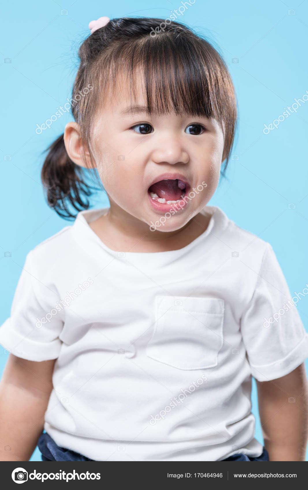 Asian girls scream