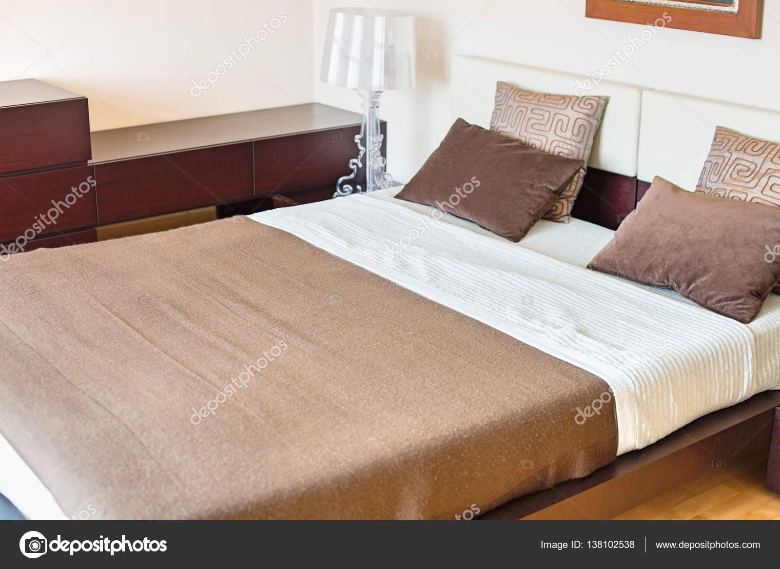 Intérieur de la chambre à coucher contemporaine ...