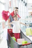 Fotografia padre e figlia dello shopping