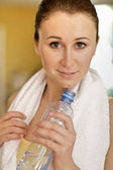 žena pitné vody
