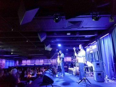 Ron Artis II gives a Speakeasy talk at the Surfer Bar