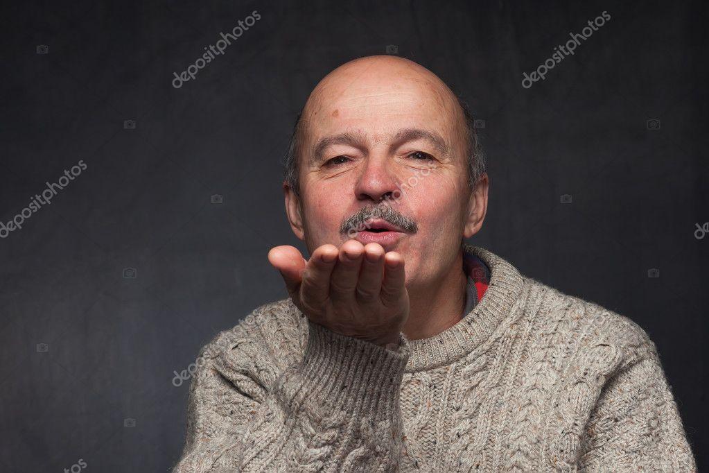 картинка воздушный поцелуй мужчине