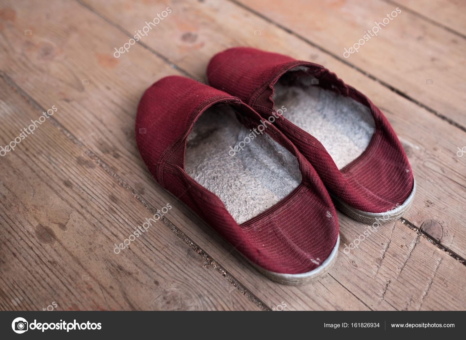 c527b1123858 Warm red slippers on the background of old wooden floor. — Stock Photo