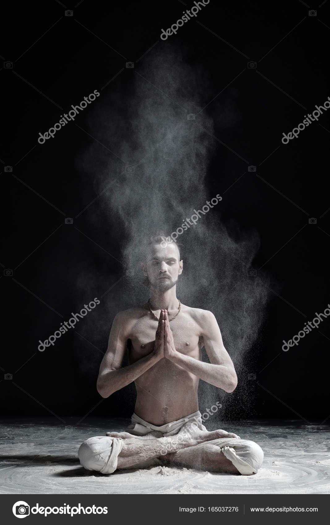 Ταϊλανδός/ή Έφηβος/η γυμνά