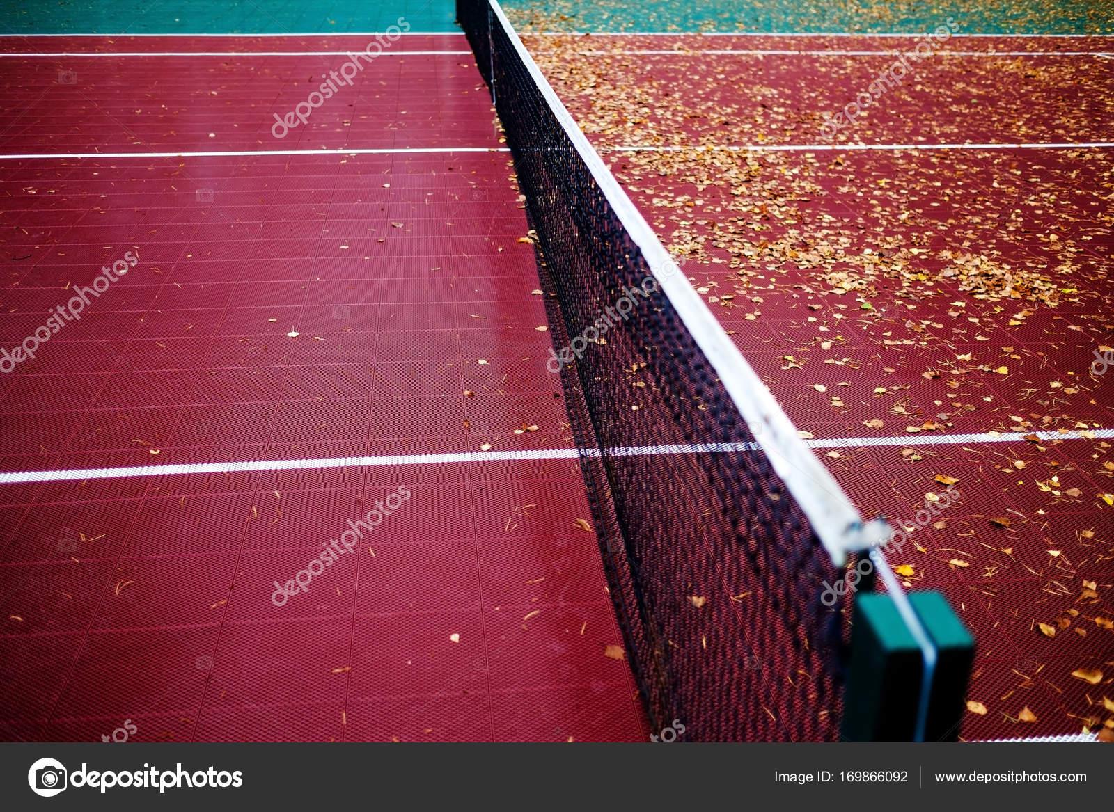 E Quadra net e quadra de tênis de plástico vazia — fotografias de stock