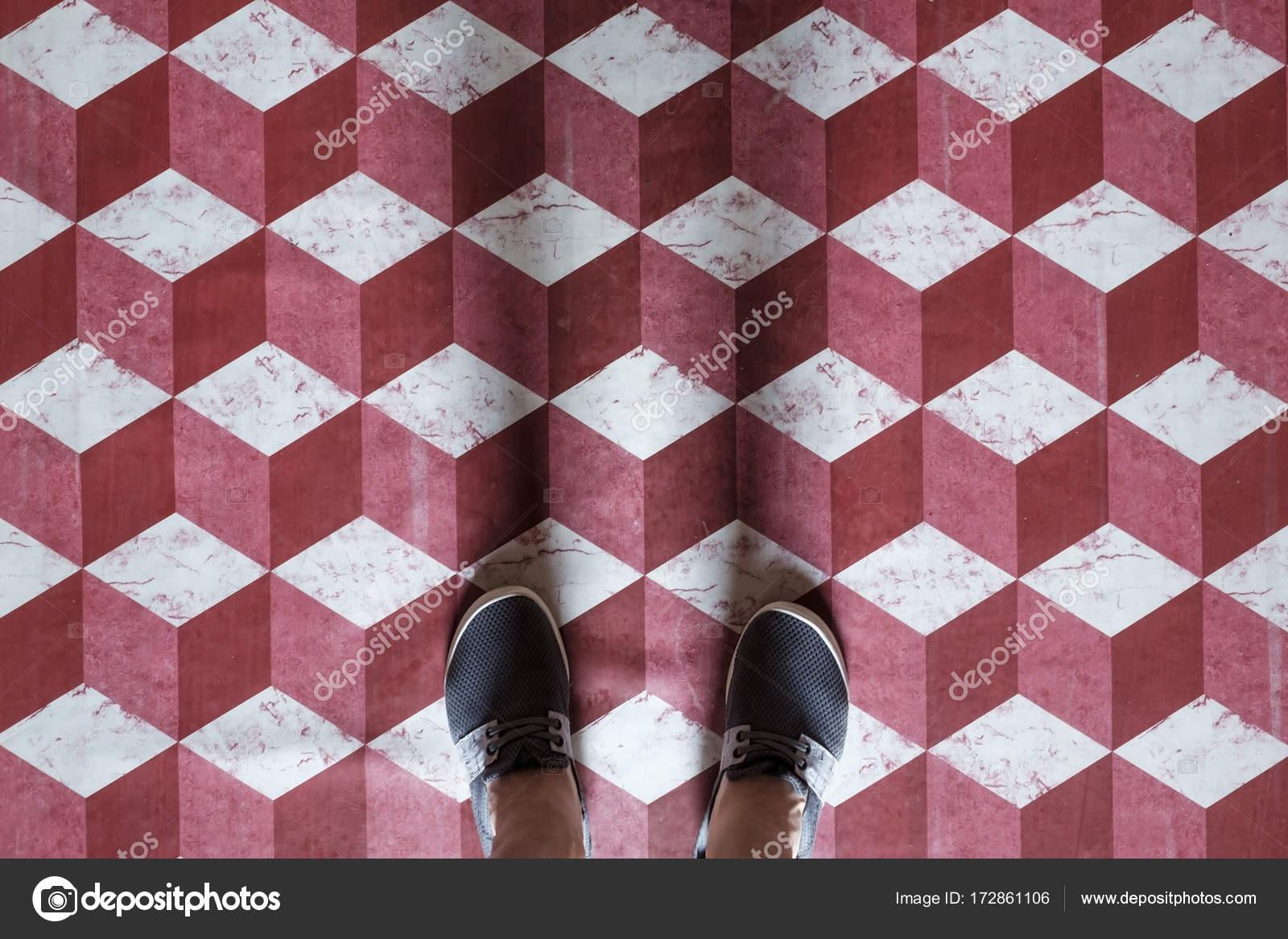 Pavimento Rosso E Bianco : Selfie dei piedi con scarpe sneaker su arte modello piastrelle