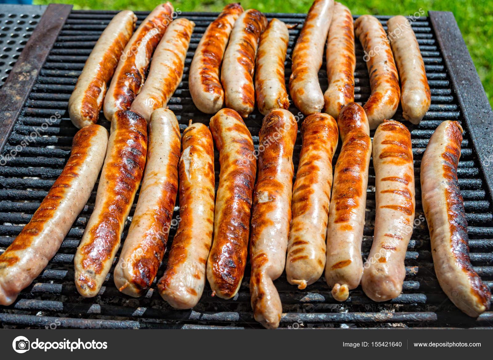 Guter Elektrogrill Für Würstchen : Thüringer würstchen braten auf dem grill gegrillt u stockfoto