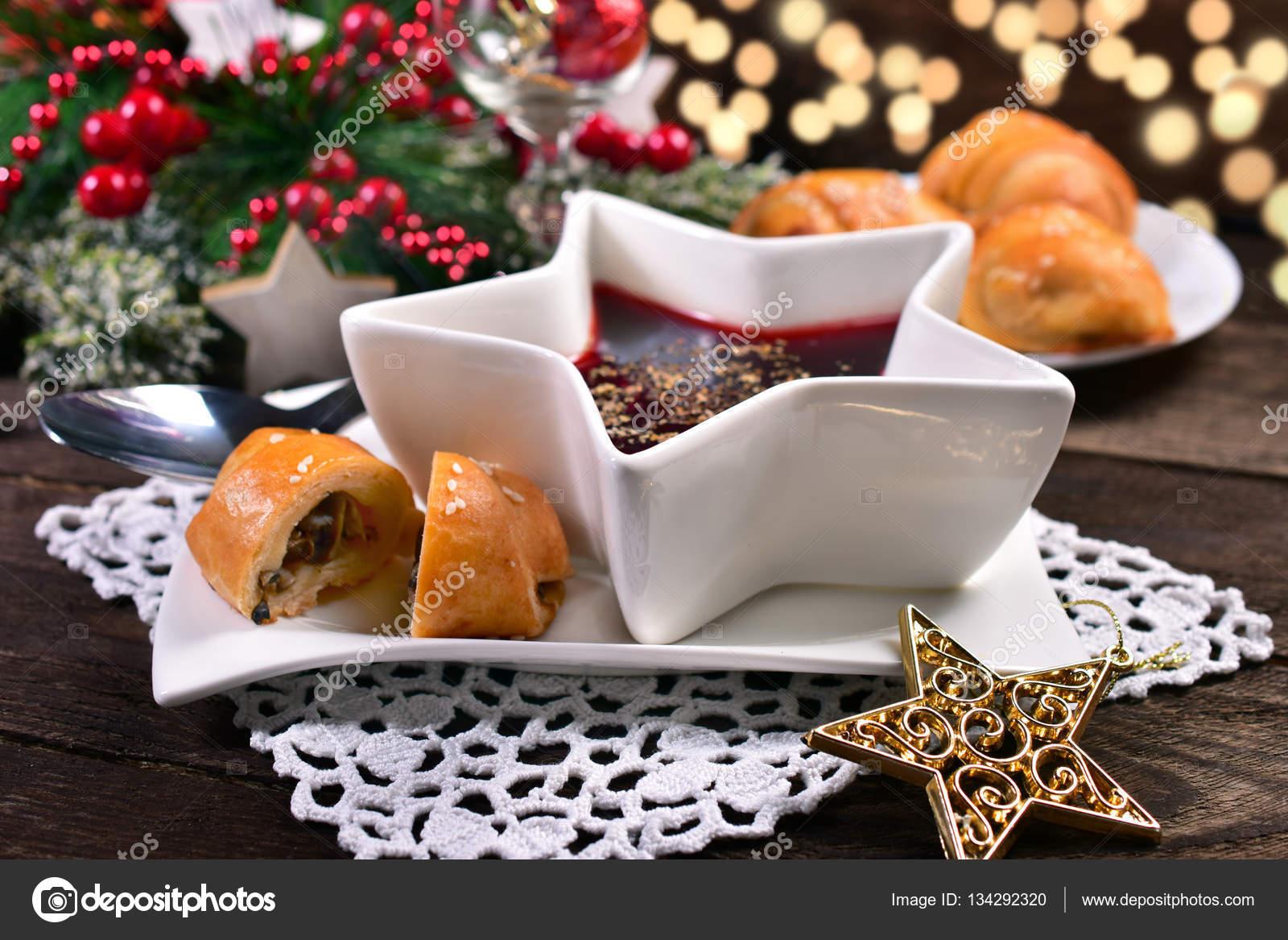 Dolci Per La Vigilia Di Natale.Borscht Rosso E Funghi Dolci Per La Vigilia Di Natale Foto