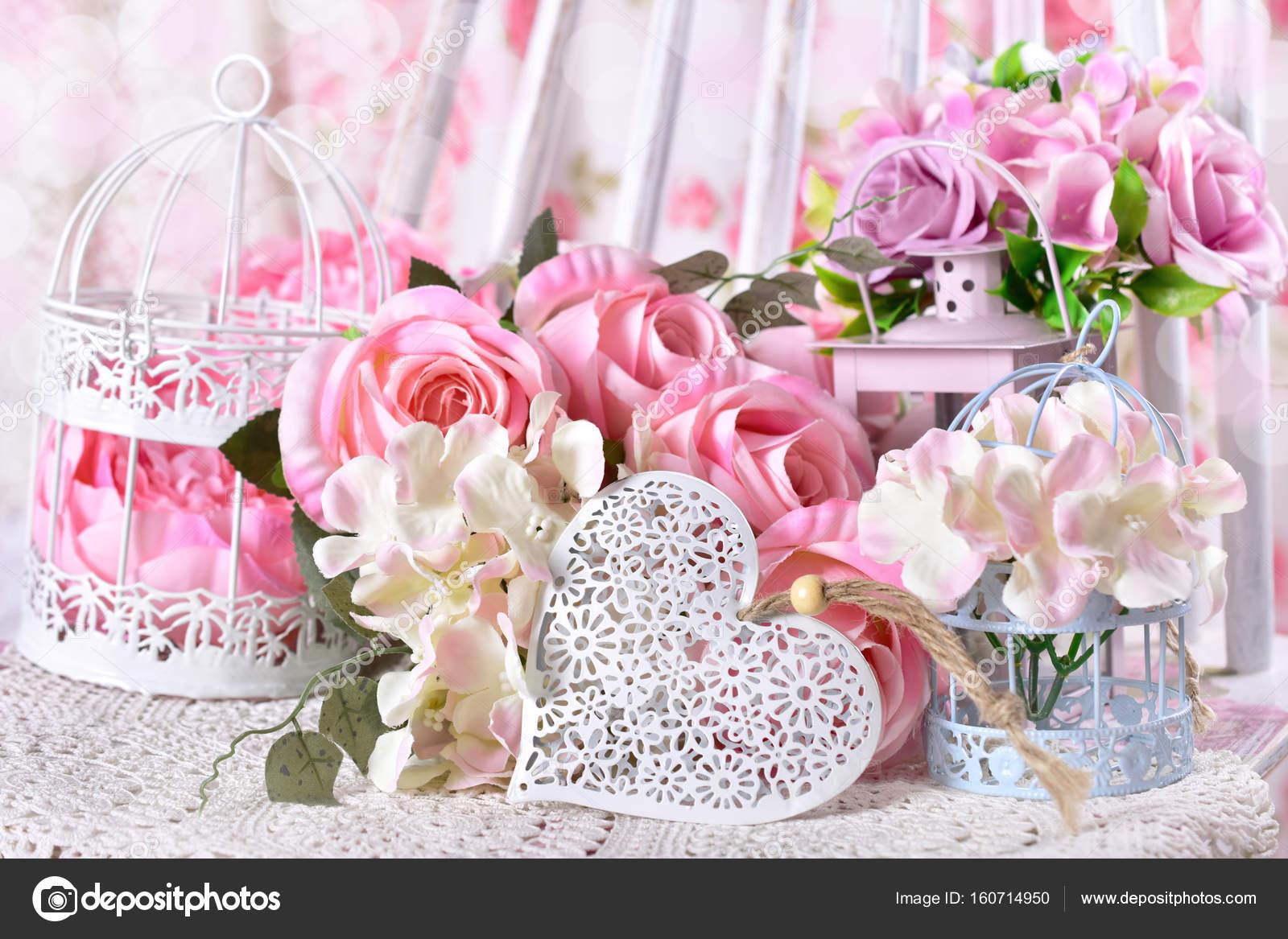 Verliefdheid decoratie met bloemen en hart stockfoto for Bloemen decoratie