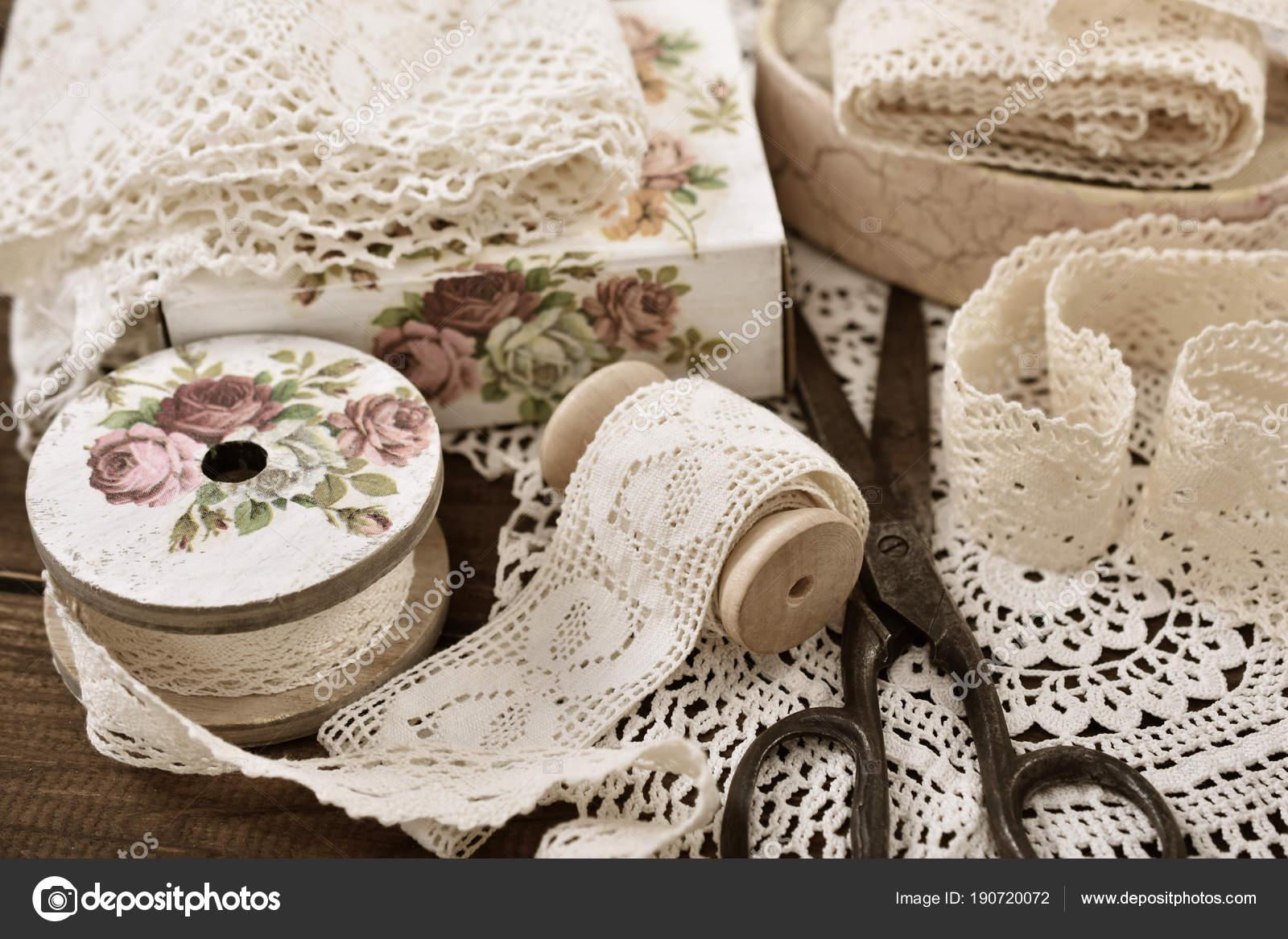Vintage-Spitze Borten und Nähen Artikel — Stockfoto © teresaterra ...