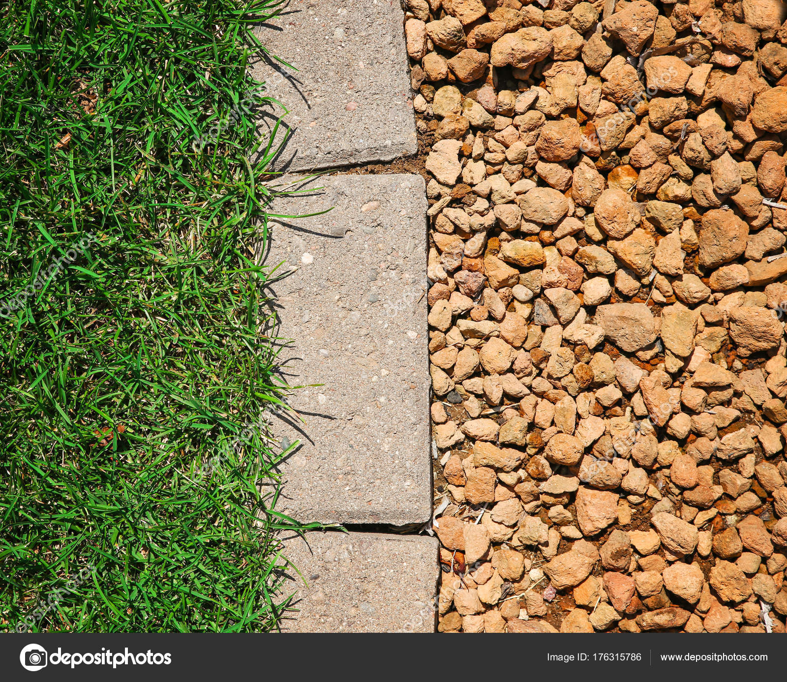 Rasen-Ziegel und Stein Landschaftsbau in einer schönen gepflegten ...