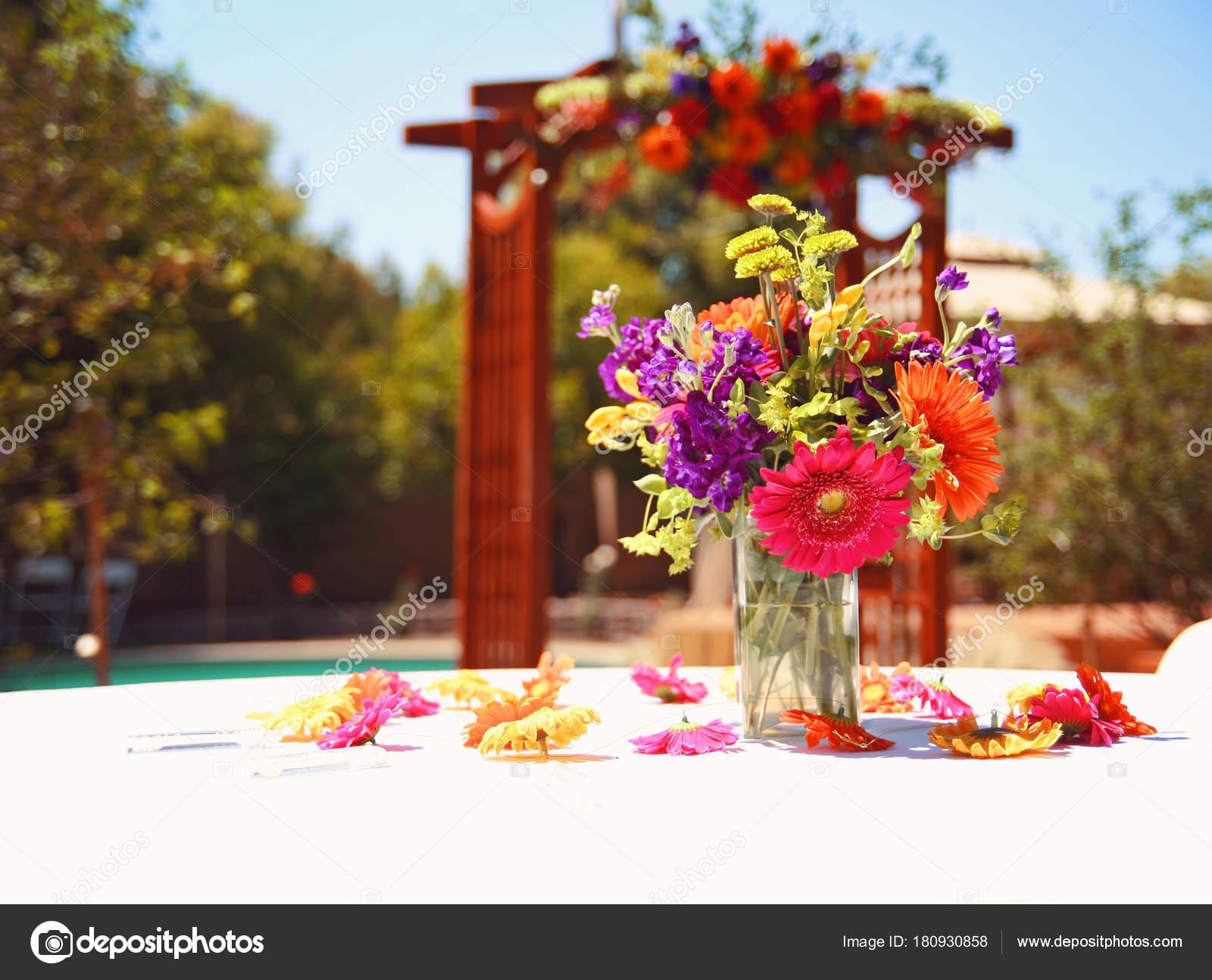 Authentische Offenherziger Foto Eine Schone Hochzeit Blumen Getont