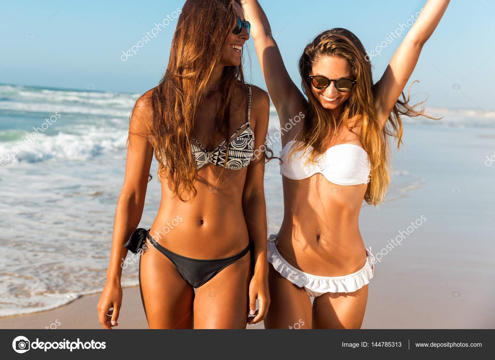 фото девушек с пляжа