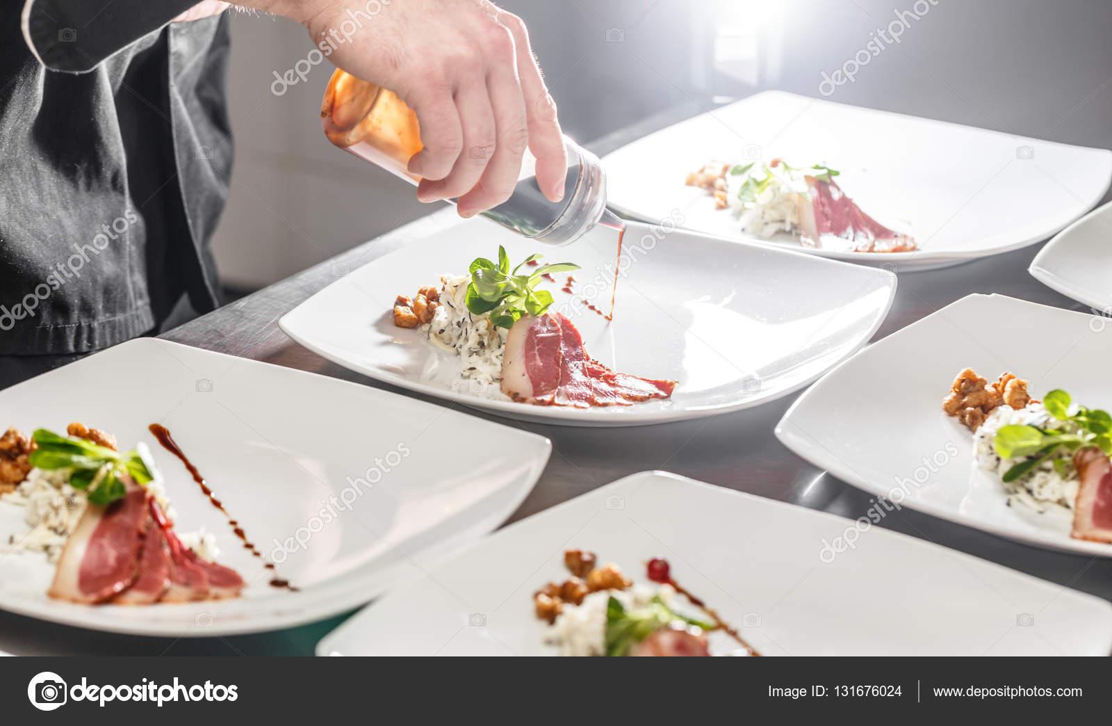 Koch Vorspeise Teller Dekorieren Stockfoto C Grafvision 131676024