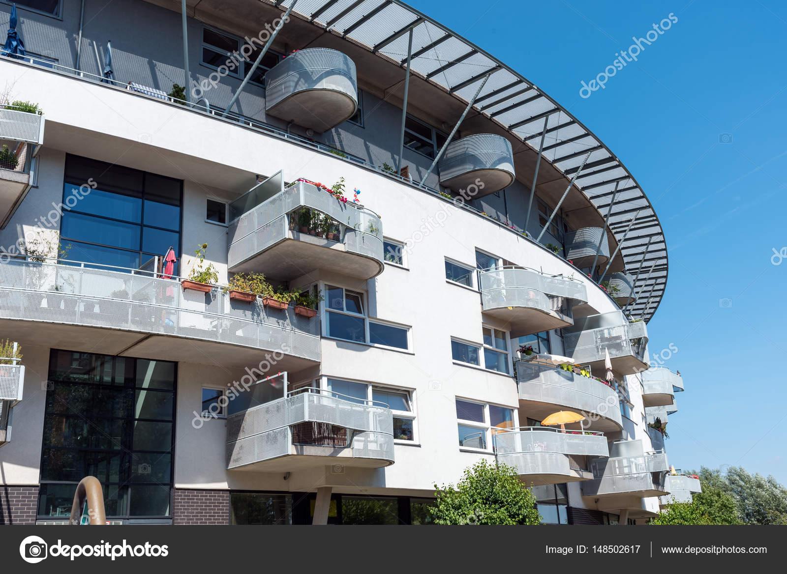 Merveilleux Maison Du0027appartement Moderne Blanc Vu à Berlin, Allemagne U2014 Image De  Elxeneize