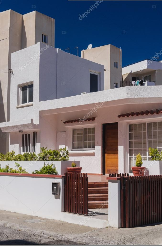Schöne moderne Villa in Zypern — Stockfoto © Dudaeva #127197006