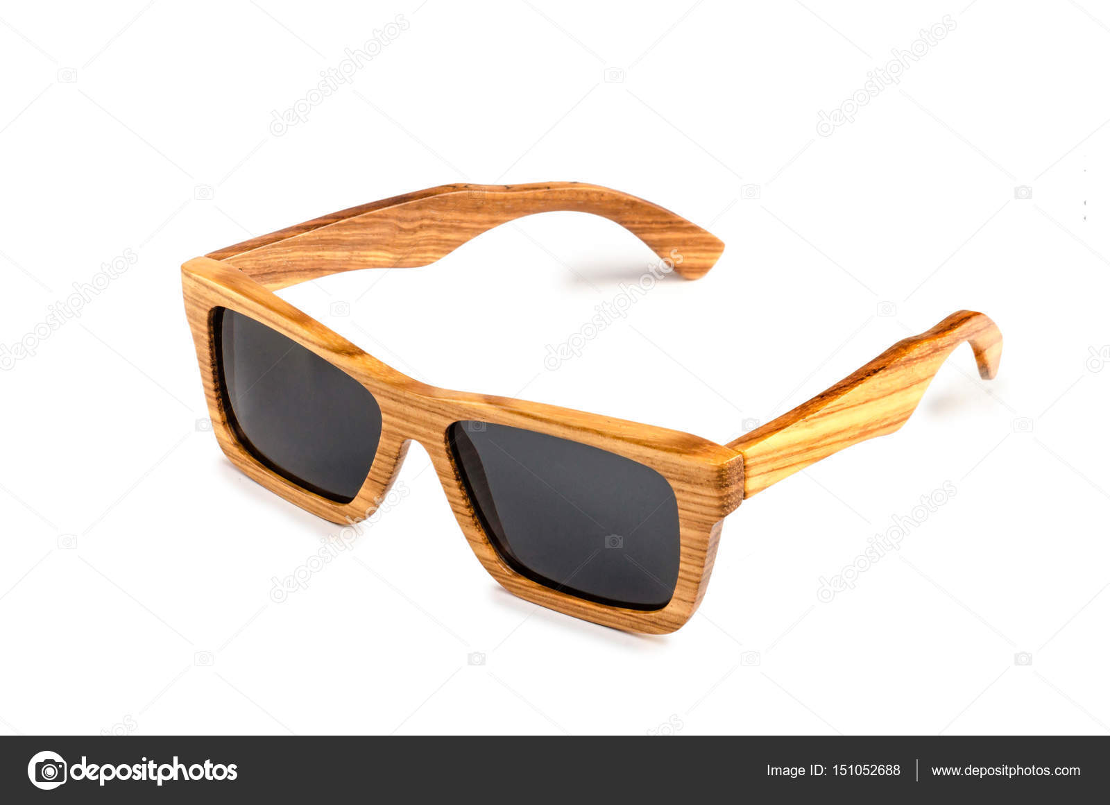 a65ce8850cc37 Óculos de sol de bambu — Stock Photo © Dudaeva  151052688