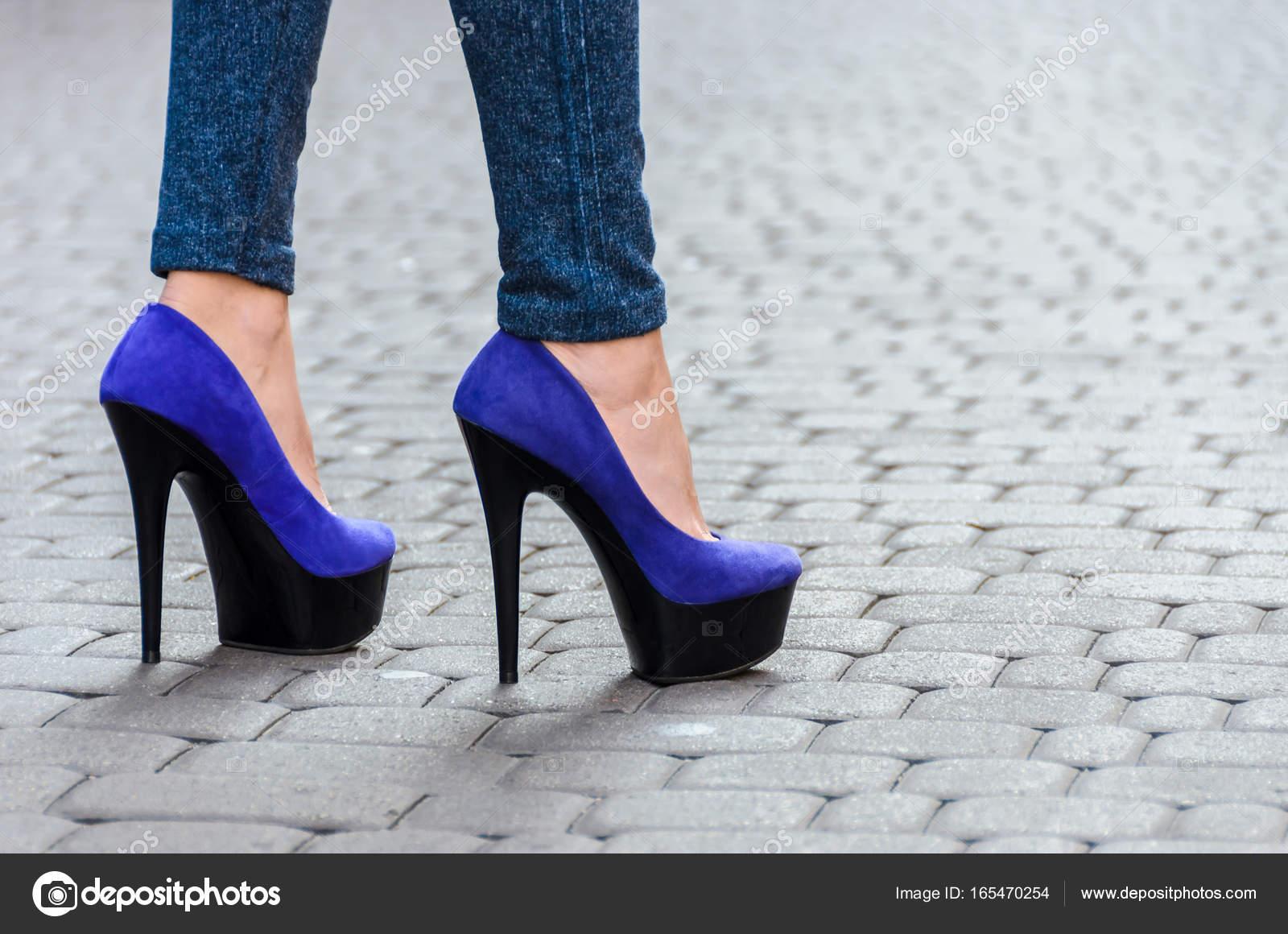 Фото девушек с стройными ножками