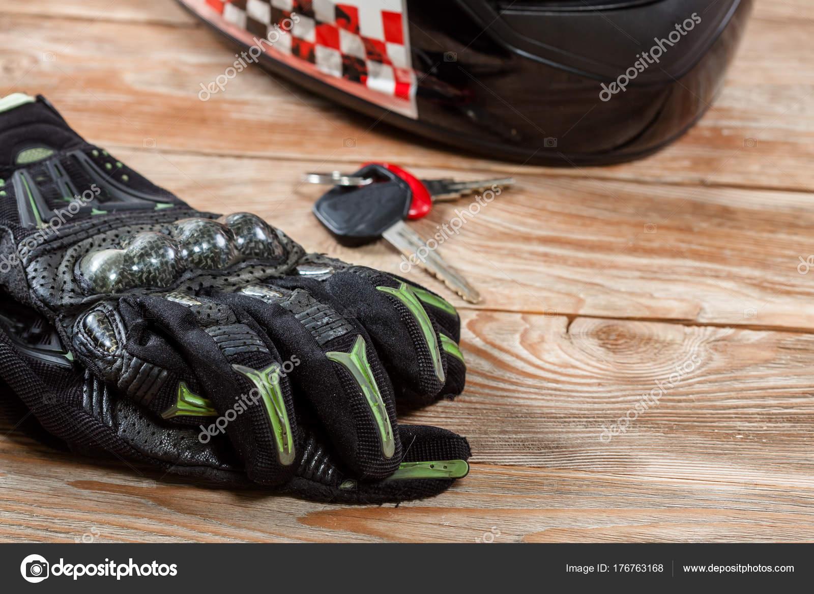 Pohled Na Motocyklu Jezdec Prislusenstvi Na Rustikalni Drevene Kartu