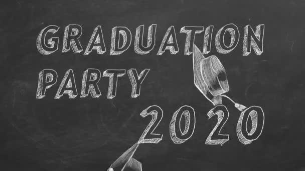 Ruční kresba textu Maturitní večírek. 2020 a maturitní čepice na tabuli.
