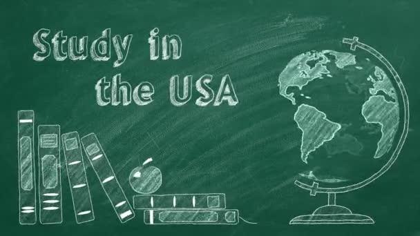 A Tanulás az USA-ban felirat, a forgó földgömb és a tankönyvek krétával vannak rajzolva egy táblán. Külföldi tanulás fogalma.