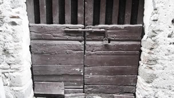 staré dřevěné dveře