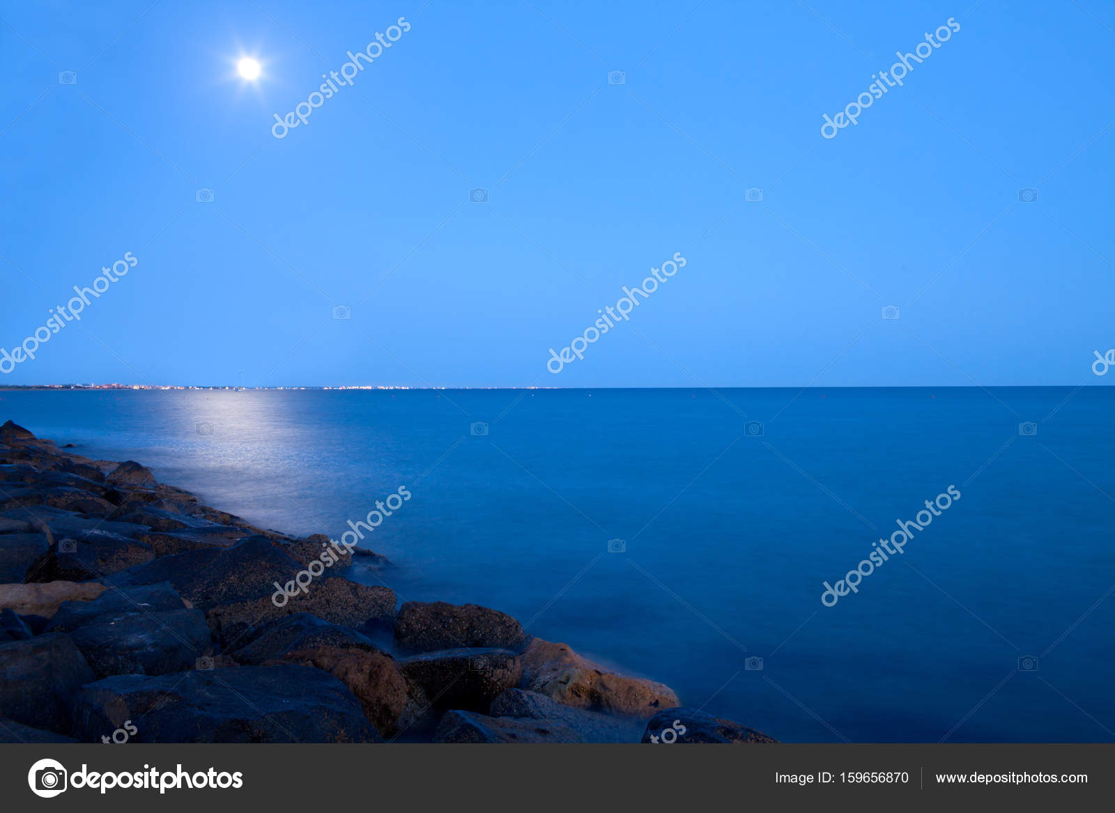 Luna Piena Sul Mare Foto Stock Shopartgallery 159656870
