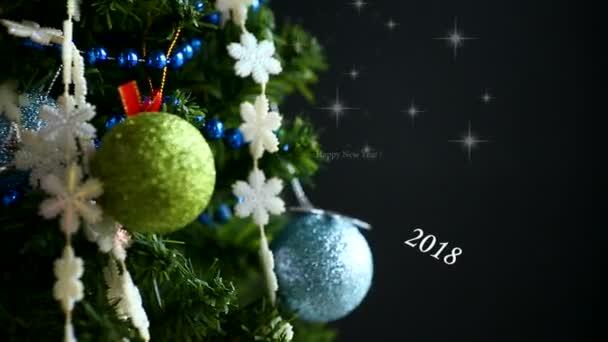 Vánoční strom, hračky a blahopřání