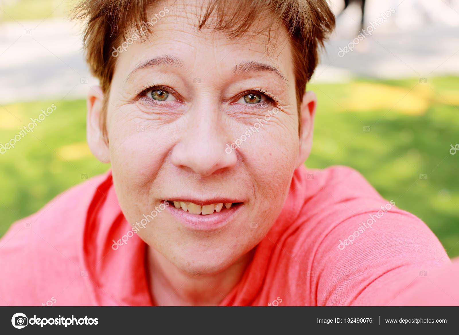 kvinna 45 år Porträtt av vackra 45 år gammal kvinna — Stockfotografi © Dubova  kvinna 45 år