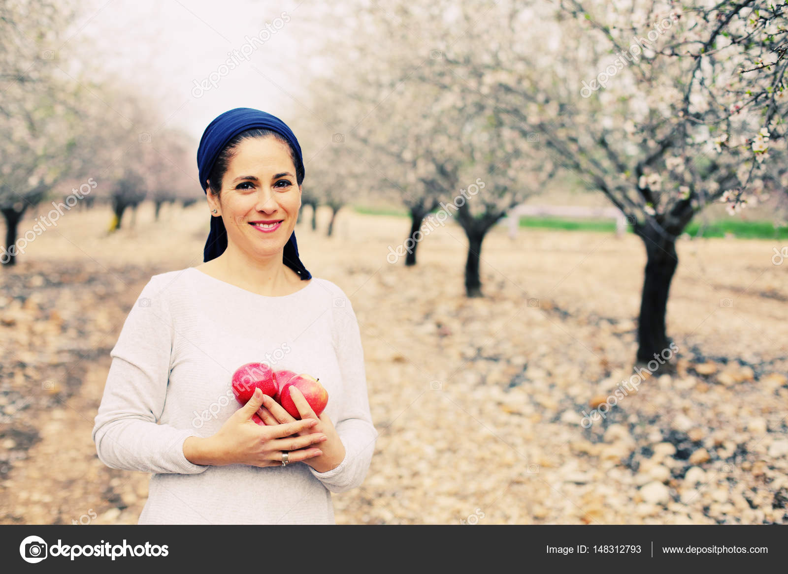 mature woman holding red apples — stock photo © dubova #148312793