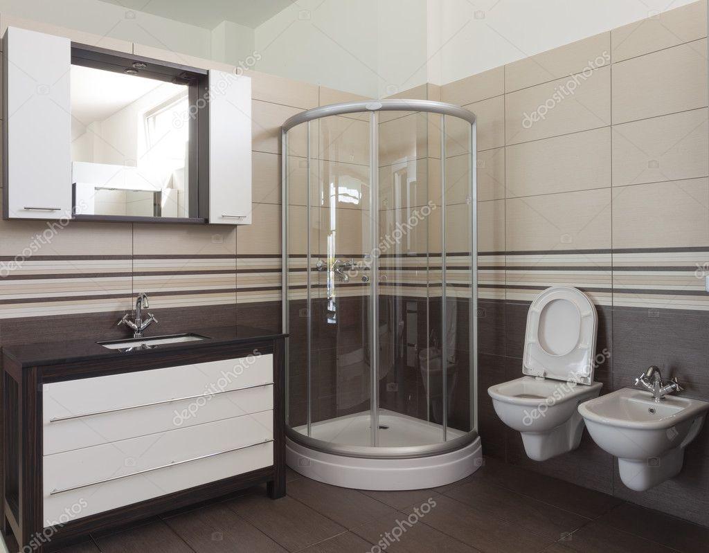 Badezimmer Im Luxus Haus: Badewanne Und Dusche U2014 Foto Von Adam_r