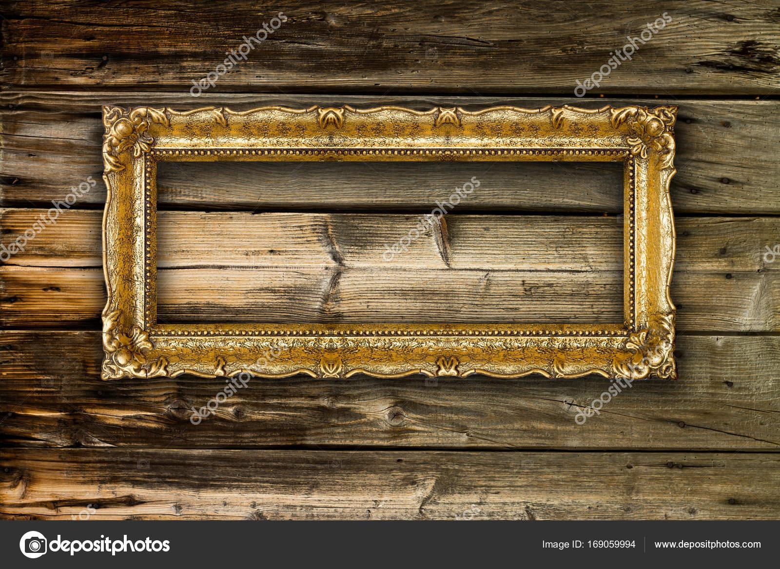 Große alte Gold Bilderrahmen auf hölzernen Hintergrund — Stockfoto ...