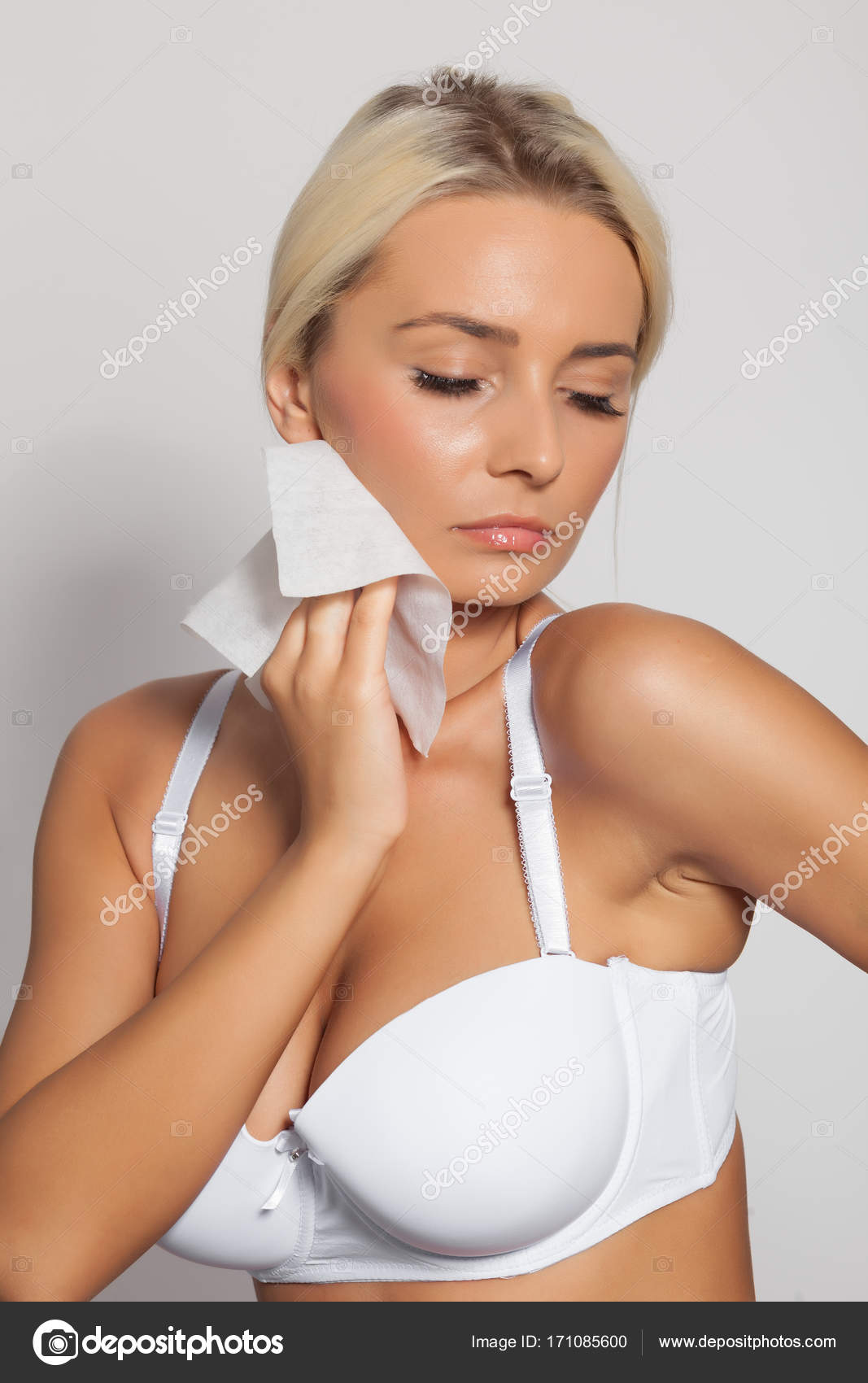 Woman clean neck with wet wipes — Stock Photo © adam r  171085600 1a7983ebd