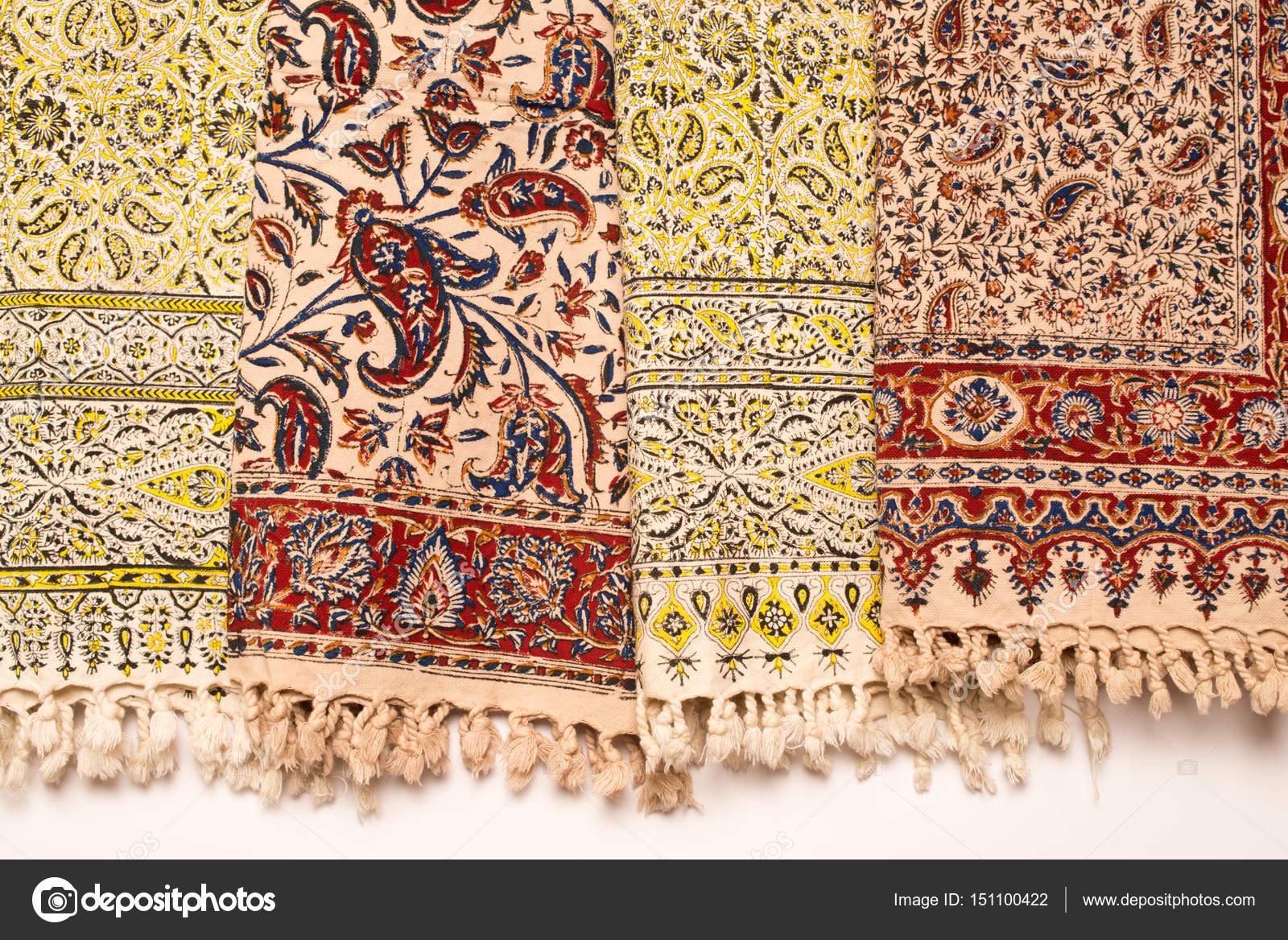 Iranische Teppiche und Läufer — Stockfoto © homydesign #151100422