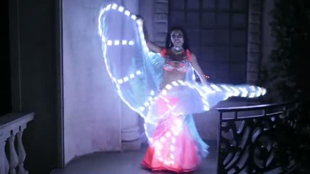 Bauchtänzerin mit led Licht Schmetterling