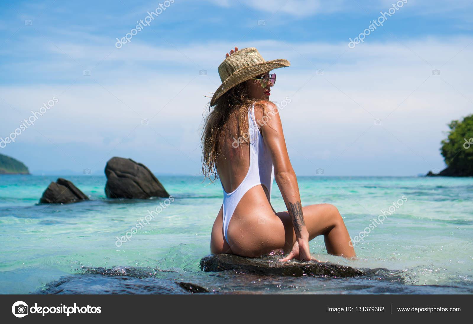 Секси девушка на острове фотогалерея фото 398-674