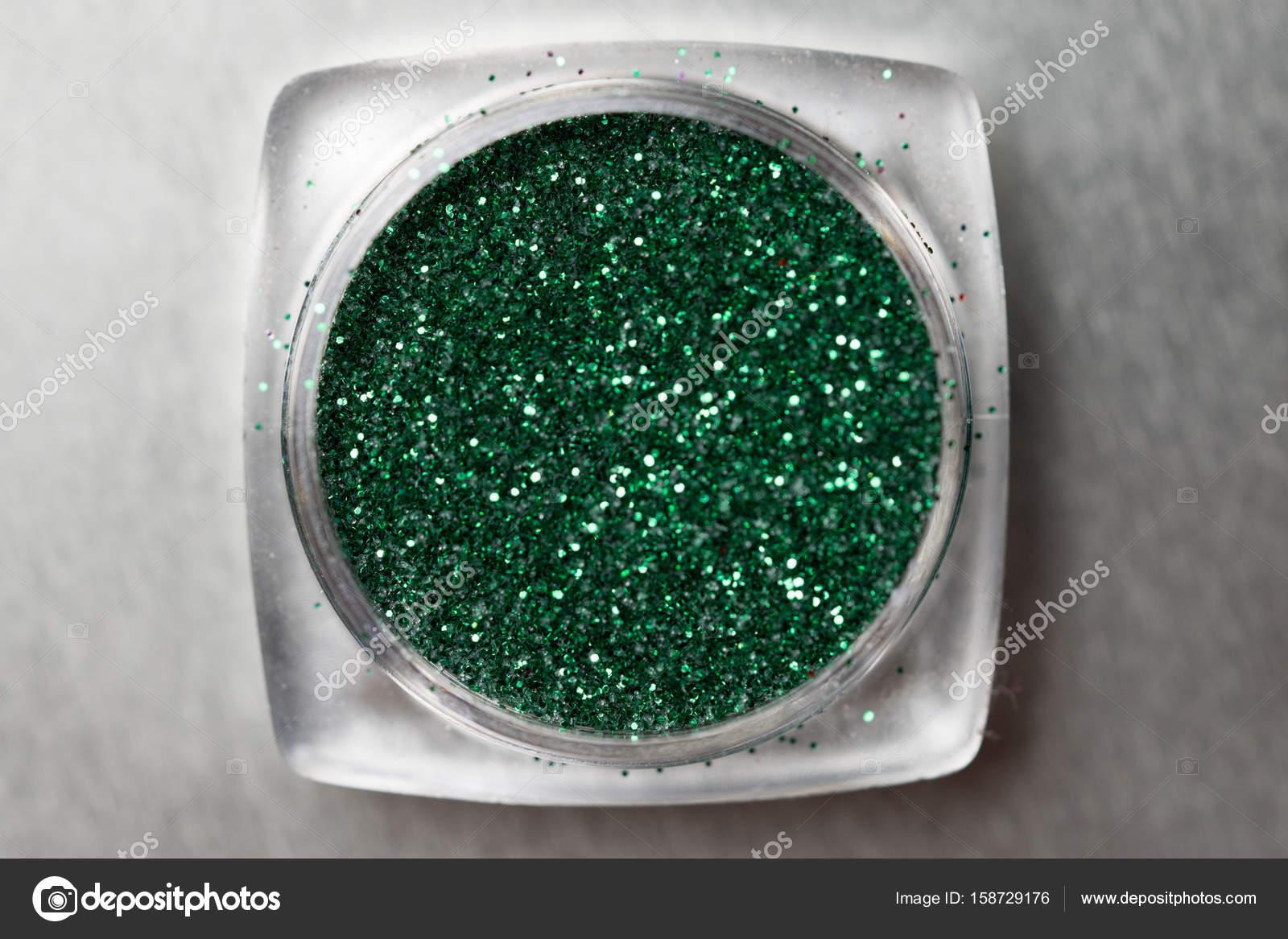Brillo de uñas verde maquillaje — Fotos de Stock © nelka7812 #158729176