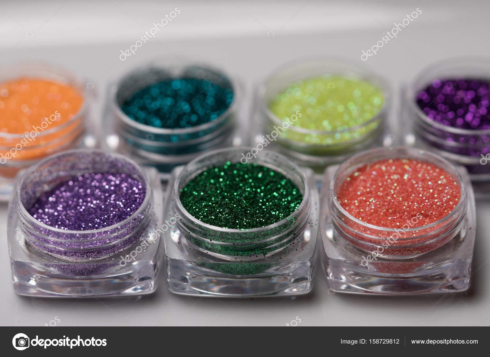 Set de glitter de colores uñas maquillaje — Foto de stock ...