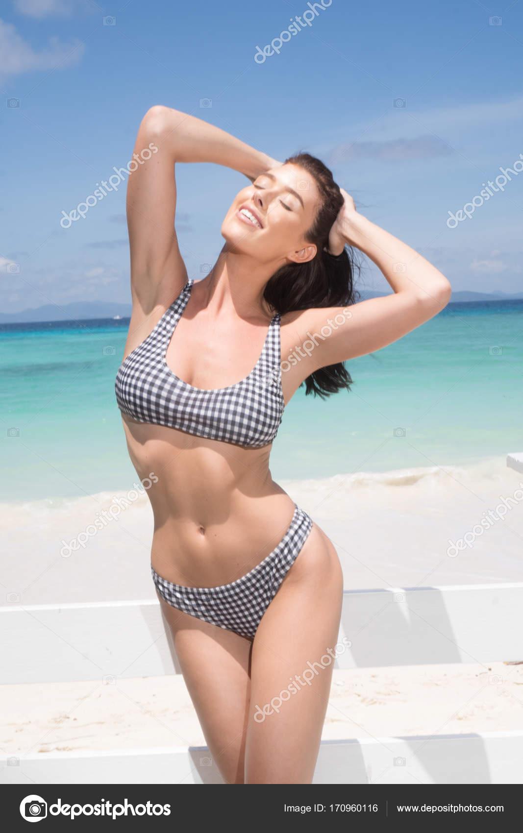 Bikini paradise pics #12