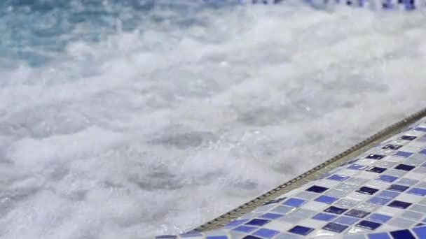 Vasca idromassaggio tra piscina con Spa